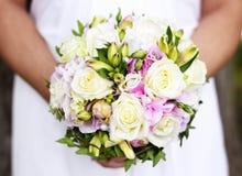 Bouquet de mariage avec les roses blanches Photos stock