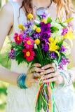Bouquet de mariage de boho multicolore de fleurs Photographie stock libre de droits