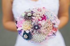 Bouquet de mariage de la jeune mariée