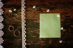 Bouquet de mariage de photo de vintage des lis de la vallée et de l'anneau Photo stock
