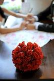 Bouquet de mariage de Rose rouge Photographie stock libre de droits