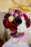 Bouquet de mariage des fleurs pour la jeune mariée Photographie stock libre de droits