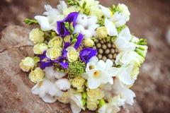 Bouquet de mariage Fleurs du ` s de jeune mariée Photographie stock libre de droits