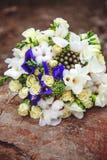 Bouquet de mariage Fleurs du ` s de jeune mariée Image stock