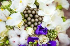 Bouquet de mariage Fleurs du ` s de jeune mariée Photographie stock