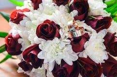 Bouquet de mariage pour la jeune mariée Photo libre de droits