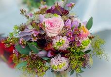 Bouquet de mariage pour la jeune mariée Image stock