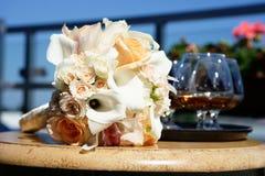 Bouquet de mariage sur la table Photographie stock