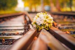 Bouquet de mariage sur le fond abstrait Image stock
