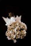 Bouquet de mariage sur le noir Photos libres de droits