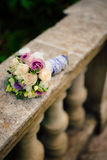 Bouquet de mariage sur un fond en pierre Image stock