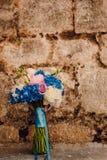 Bouquet de mariage sur un fond en pierre Image libre de droits