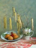 Bouquet de ressort de Pâques avec des oeufs image stock