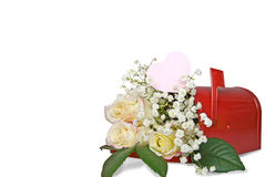 Bouquet de Rose dans la boîte aux lettres rouge Photo stock