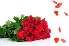 Bouquet de roses et pluie de coeur Photographie stock libre de droits