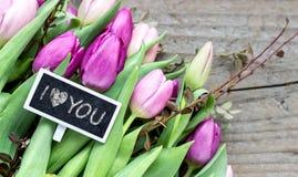 Bouquet de tulipe avec la déclaration de l'amour Images libres de droits