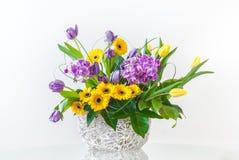 Bouquet des fleurs de source Photo stock