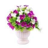 Bouquet des fleurs en plastique Fleurs en plastique réglées sur le backgro blanc Images libres de droits