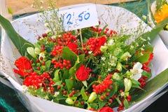 Bouquet des fleurs en vente. Photos stock