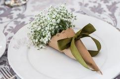 Bouquet des gypsophilas du plat blanc en papier d'art, composition photo libre de droits