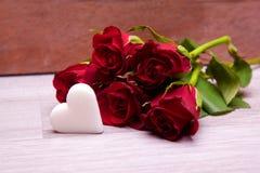 Bouquet des roses avec le coeur Photographie stock