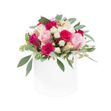 Bouquet des roses dans la boîte d'isolement sur le fond blanc Photo libre de droits