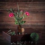 Bouquet des roses et des baisses photo libre de droits