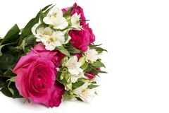 Bouquet des roses et de l'Alstroemeria sur un fond blanc Images libres de droits
