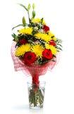 Bouquet des roses et des chrysanthèmes sur le fond blanc Image libre de droits