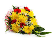 Bouquet des roses et des chrysanthèmes sur le fond blanc Photographie stock libre de droits