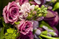 Bouquet des roses et des tulipes Photographie stock libre de droits