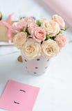 Bouquet des roses roses sensibles photographie stock libre de droits