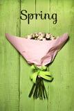 Bouquet des roses roses sensibles avec la petite inscription Photo stock