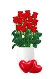 Bouquet des roses rouges dans le vase blanc et du plan rapproché rouge de deux coeurs Images stock