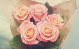 Bouquet des tons doux de rose de rose Photographie stock