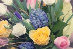 Bouquet des tons doux de rose de rose Photos stock