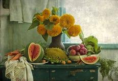 Bouquet des tournesols et du fruit photographie stock