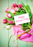 Bouquet des tulipes et de la carte Photographie stock