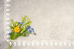 Bouquet du muguet, de pensées et de fleur de globe Images stock