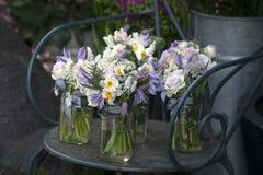 bouquet du narcisse blanc dans le vase Images libres de droits
