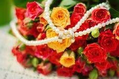 Bouquet et anneaux Image libre de droits