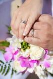 Bouquet et anneaux de mariage Images libres de droits