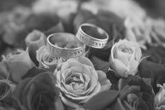 Bouquet et anneaux de Rose Images libres de droits