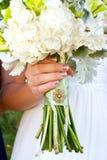 Bouquet et broche de mariage Photographie stock libre de droits