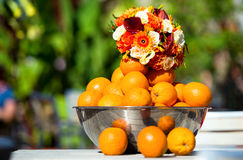Bouquet et oranges Images stock