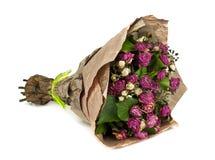 Bouquet fané des fleurs d'isolement sur le fond blanc Images libres de droits