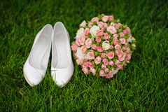 Bouquet and female shoes Royalty Free Stock Photos