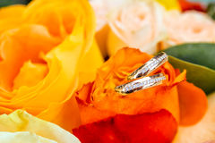 Bouquet of flowers and wedding rings Royalty Free Stock Image
