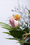 Bouquet jaune et rose de fleurs de roses Photos stock