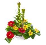 Bouquet lumineux de fleur dans le panier Photos stock